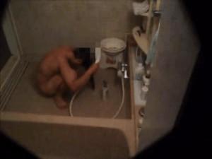 [民家風呂盗撮エロ動画]民家の敷地内に潜入!至近距離で風呂場脱衣所を隠し撮り!!