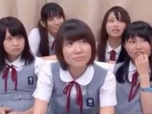 田舎から上京していた修学旅行中のJCが生まれて初めて勃起チンポを見た反応は…!!