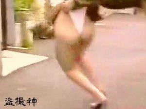 [盗撮動画]スカメクどころかお尻ペロンもされてガチな悲鳴をあげる生パン女子たち♪
