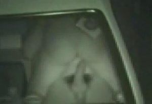 [盗撮動画]公園の駐車場に停めてある車の中でセクロスしてるカップルを隠し撮り!!!!