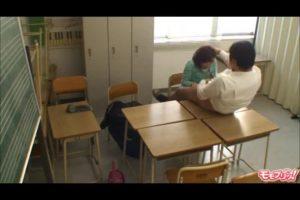 [JK進路相談教師鬼畜セックス盗撮動画]幼すぎ!「チンポくわえろ」と弱みにつけ込んでエロい教育する校長に無抵抗で絶えるJKに中出し!!!