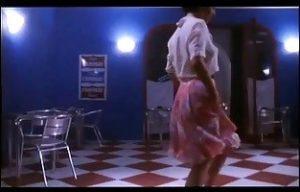 [盗撮動画][盗撮]マンボを踊るウェイトレス!パ○チラ隠し撮りされたムービーです。