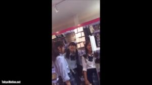 レベル激高!!買い物中の美少女JKをストーキングしてパンチラ盗撮!